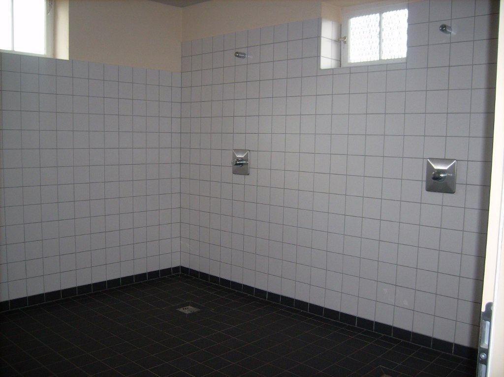 565_turnhalle-dusche